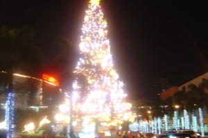 the giant Christmas tree at Araneta Center - 3 storeys high